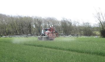 Pesticides: concertation ou pas, les chartes seront bidons